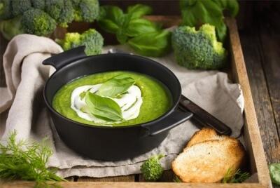 Суп из брокколи, шпината и лука-порей